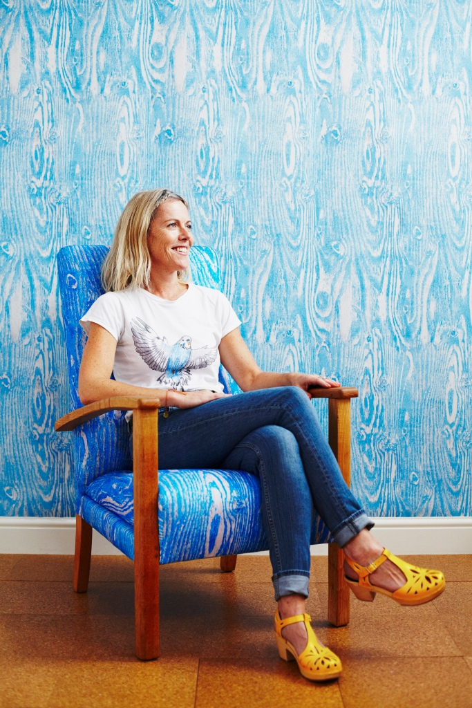 Ella Doran portrait (Woodgrain wallpaper and fabric in blue) mid